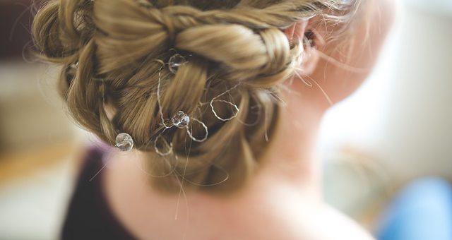 Ślubna fryzura – czuj się atrakcyjnie i komfortowo!